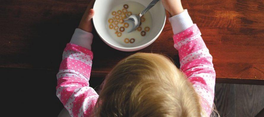 Koje to namirnice stručnjaci ne preporučuju u bebinoj ishrani?