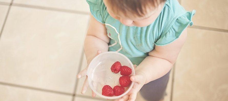 Alergije i bebe: Da li izbegavati hranu sa alergenima?