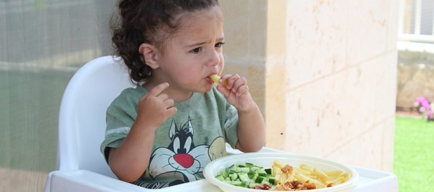Koji su osnovni maniri koje bi deca trebalo da pokažu za stolom?