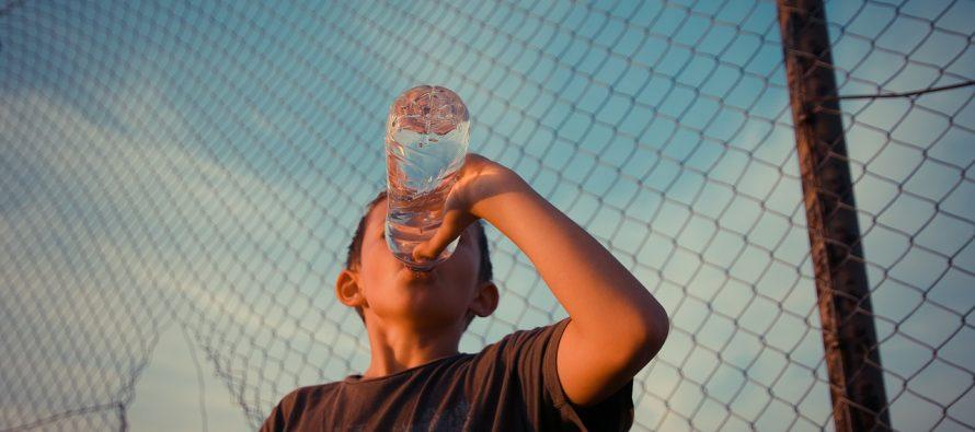 Piju li deca dovoljno vode?