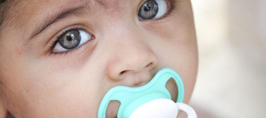 Kako negovati bebine oči kada dođe do začepljenja suznog kanala?