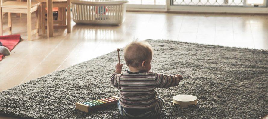 Kako učiti bebu da sedi?