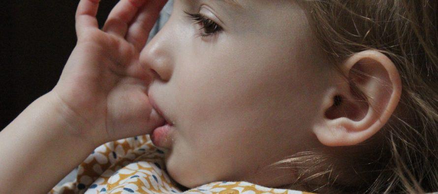 Šta se krije iza grickanja noktiju i sisanja palca?