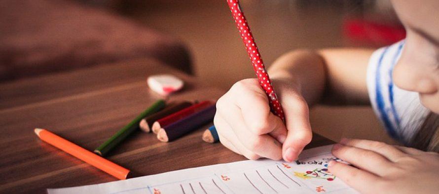 Kako izaći na kraj sa detetom koje odbija da radi domaće zadatke?
