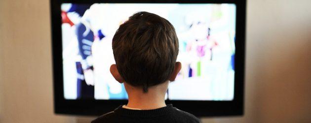 Da li gledanje TV-a uzrokuje probleme s govorom kod dece?