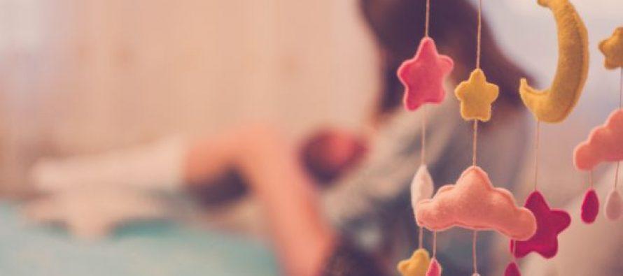 Najbolje pozicije za dojenje i saveti stručnjaka (VIDEO)