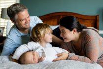Dolazak nove bebe i ljubomora: Kako pomoći starijem detetu da se prilagodi?
