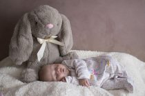 Šta bebe rade dok mislimo da spavaju? (VIDEO)