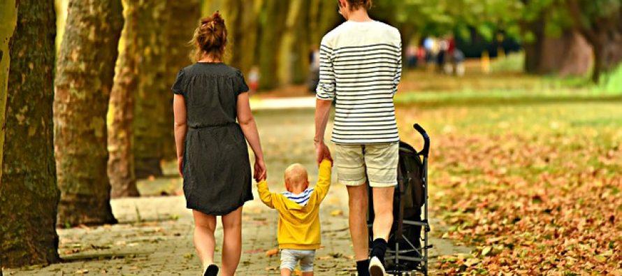 Naučite bebu da hoda