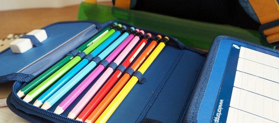 Đaci prvaci: Pakovanje školske torbe i njena težina