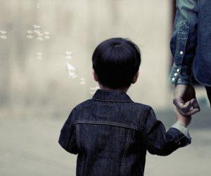 Uskoro odluka: Jedan roditelj biće oslobođen posla kako bi ostao sa decom